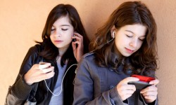 Teenagers-and-technology-001