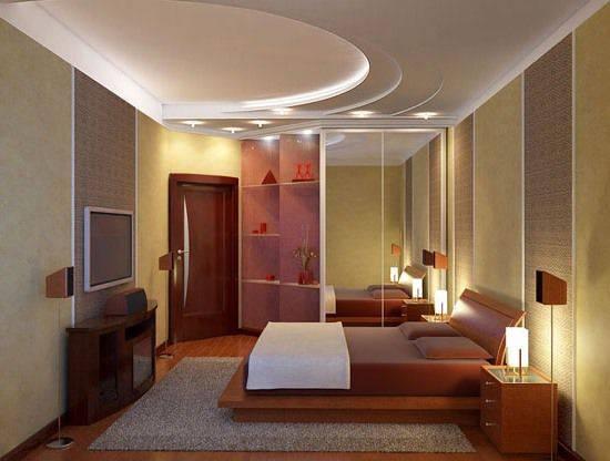 ремонт спальни потолок