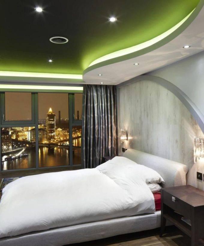 Фигурные потолки в интерьере в спальне
