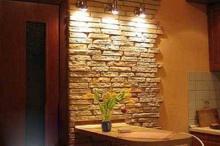 Оформление кухни декоративным камнем