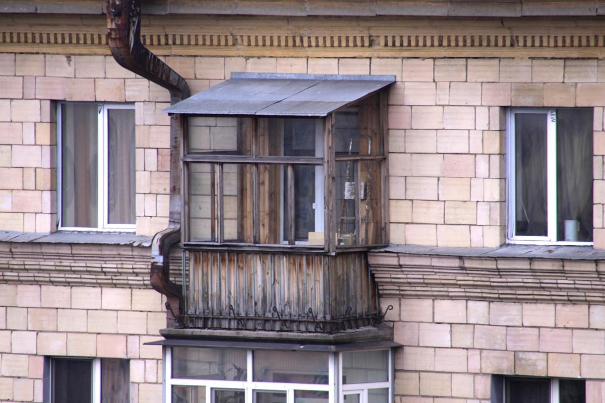 Декор балкона в пятиэтажке. - окошки в домике - каталог стат.
